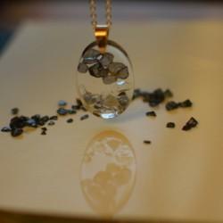 Delikatny naszyjnik kryształ czarno srebrny